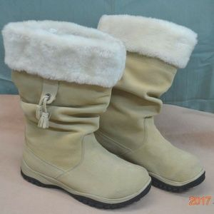 Baffin Ladies Size 11  Boots  PULL ON,   NEW  FUR